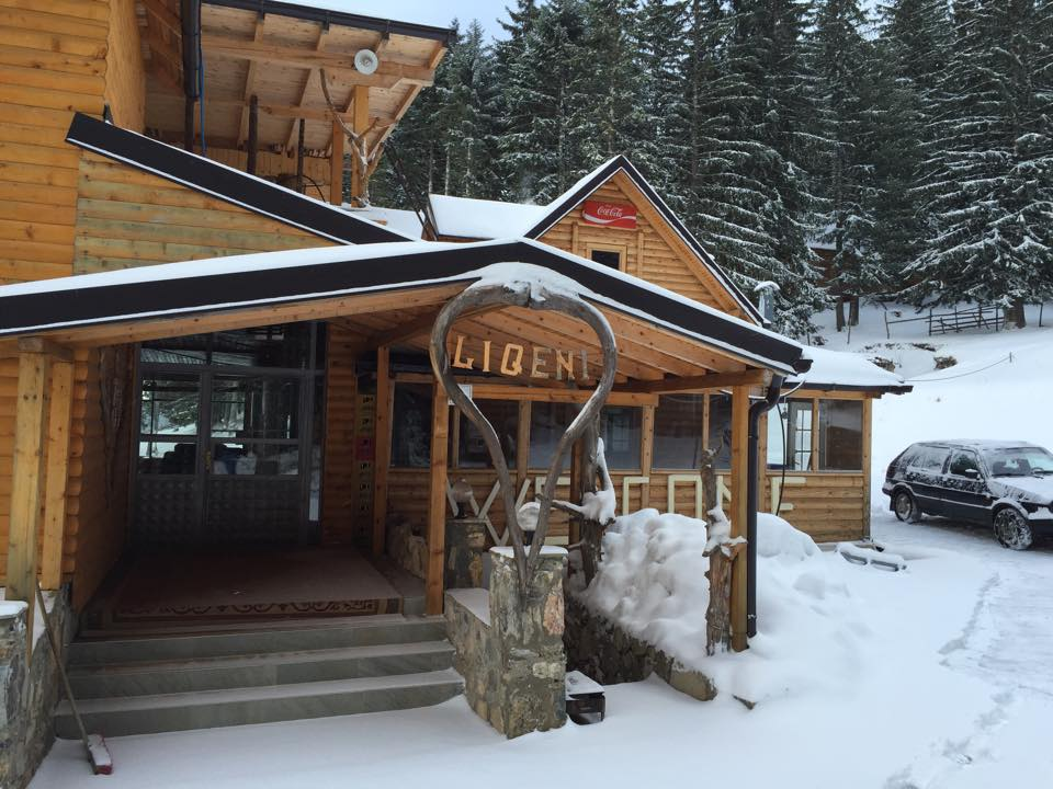 Villa & Restaurant Te Liqeni
